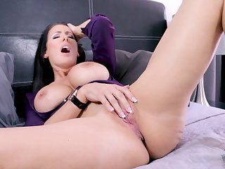 massive tits Reagan Foxx masturbates on the bed until she cum misinterpret