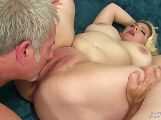 Plumper Beauty Miranda Kelly Gets Banged